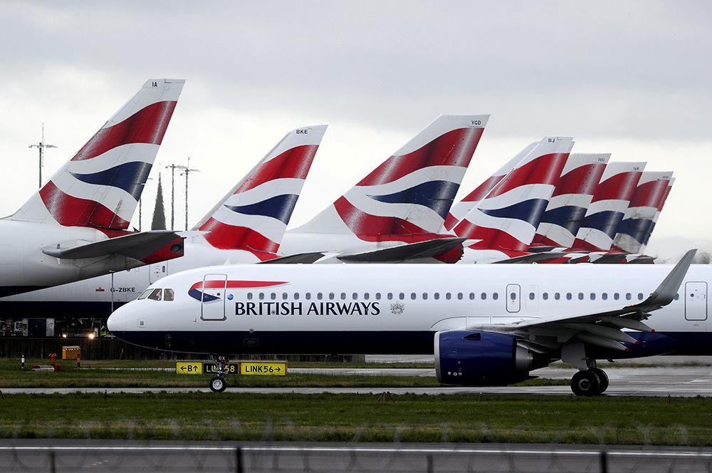 Самолеты British Airways в аэропорту Хитроу в Лондоне.