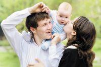 Выплату получат семьи, где был рождён или усыновлён первый ребёнок.