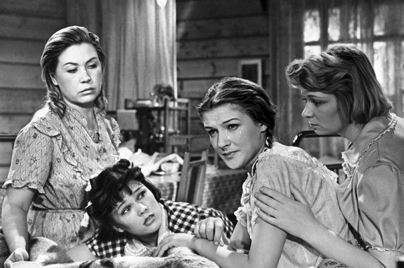 «Девчата», 1962 год. В ролях (слева направо): Надя - Инна Макарова, Катя - Люсьена Овчинникова, Анфиса - Светлана Дружинина, Вера - Нина Меньшикова.