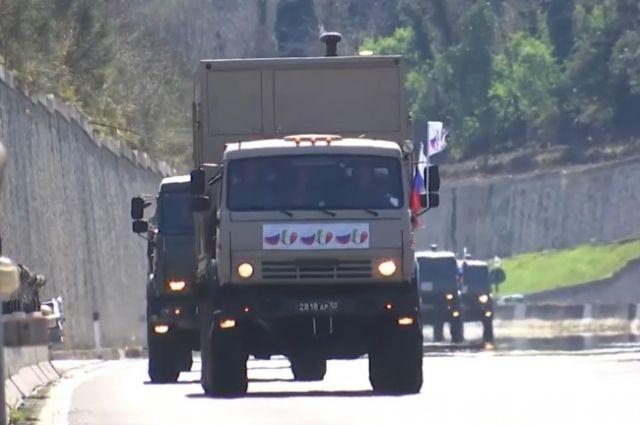 Колонна с военным специалистами из РФ прибыла в Бергамо photo