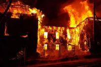 Пожар потушили в 21:00.
