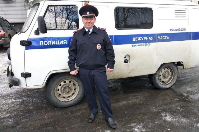 Михаил Надточий спас человека из горящего дома.