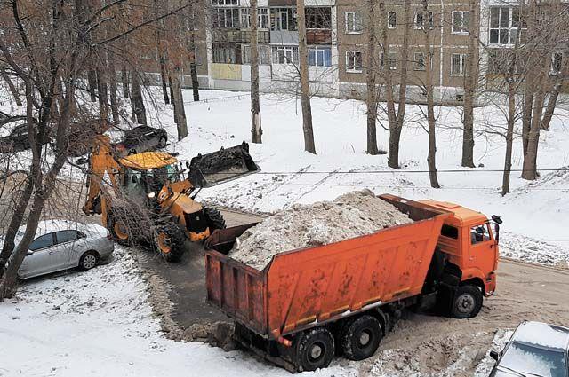 Администрация Кировского района Новосибирска проверила, как управляющие компании справляются с уборкой снега.