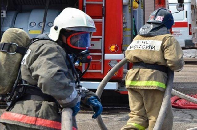 В гаражном обществе Калининграда сгорел бокс с автомобилем