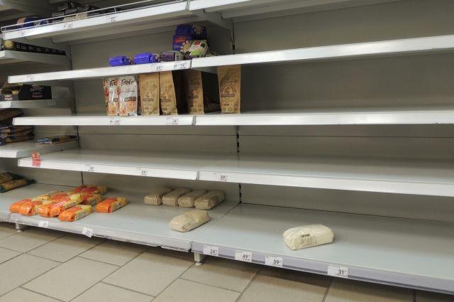 Жалобы оренбуржцев на цены и дефицит продуктов выслушают на горячей линии.