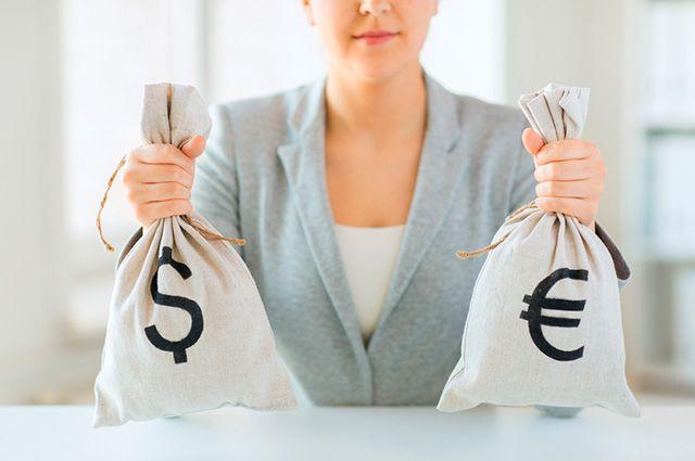 Оставить или обменять? Что делать с накоплениями в долларах и евро