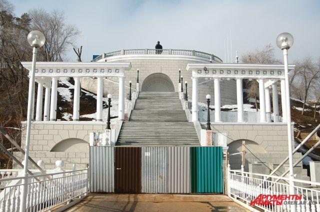 В Оренбурге начали реставрировать набережную Урала