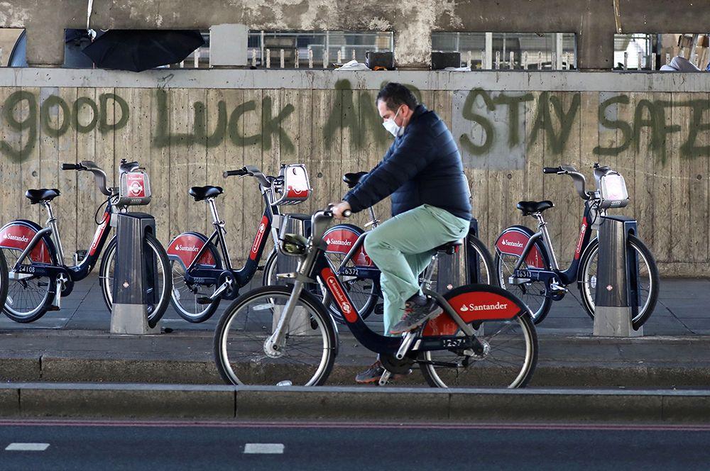 Граффити на улицах Лондона.