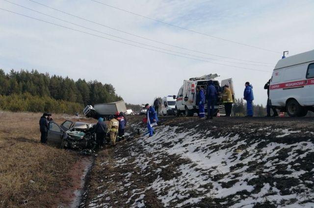 В Удмуртии при столкновении пяти машин погиб водитель Lada Granta