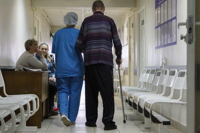 А пациентам запретили посещать амбулаторные медучреждения.