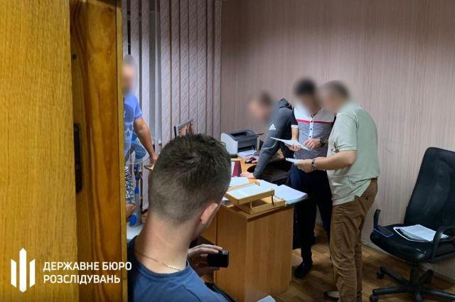 Полицейского будут судить по подозрению в получении 39 тысяч гривен взятки
