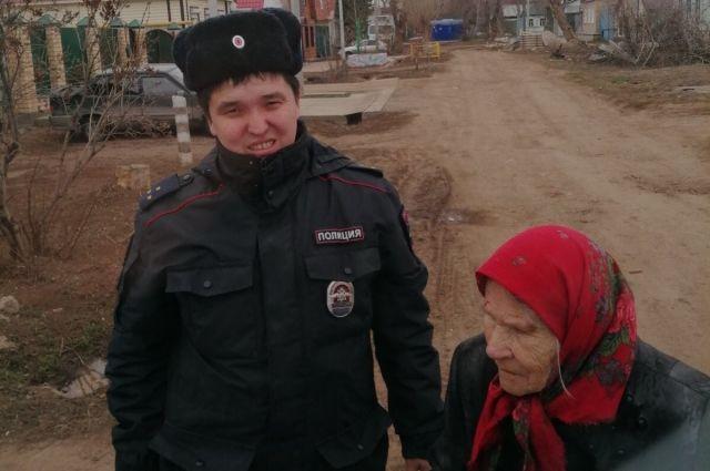 В Оренбурге 90-летняя женщина забыла дорогу домой.