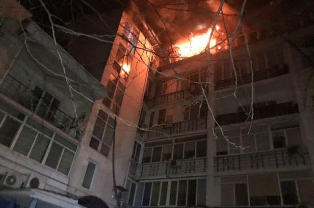 В Одессе загорелась квартира в шестиэтажном доме: эвакуированы 50 жильцов