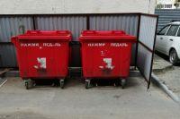 В Тюмени продезинфицируют контейнеры для мусора