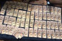 В Одессе на взятке в 25 тысяч долларов задержали прокурора и посредника