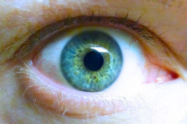 Тюменка переполошила врачей из-за попавшего в глаз геля для душа