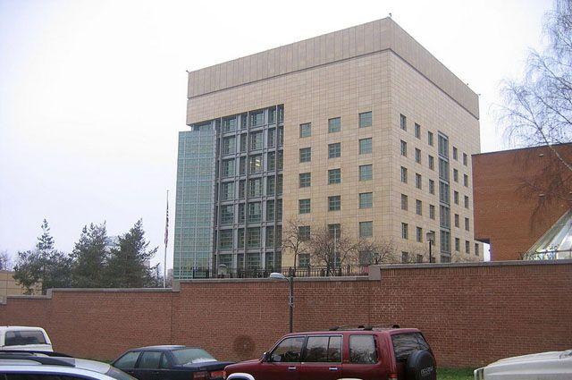 Посольство США изучает возможность вывезти американцев из РФ чартерами