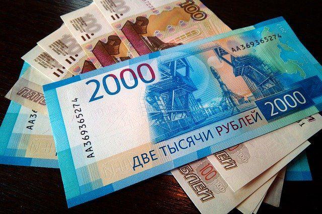 Якобы в пачках деньги подменили на фальшивые.