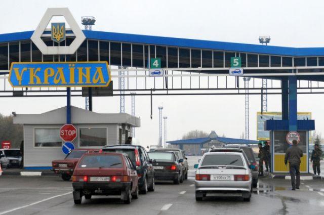 Тысячи украинцев штурмуют границу перед ее полным закрытием