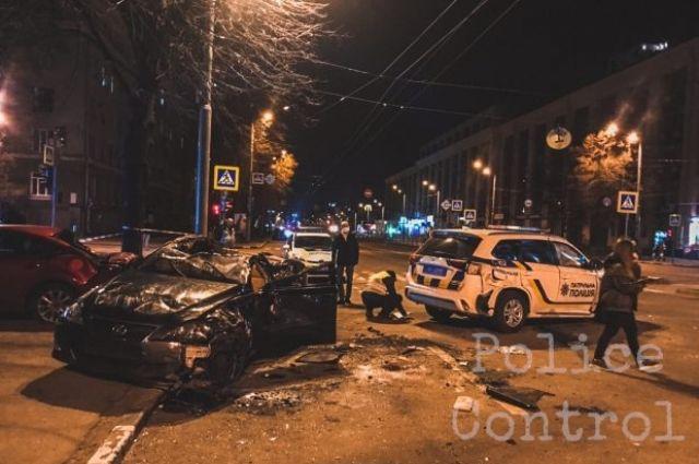В Харькове произошло ДТП при участи автомобиля полиции: пять пострадавших