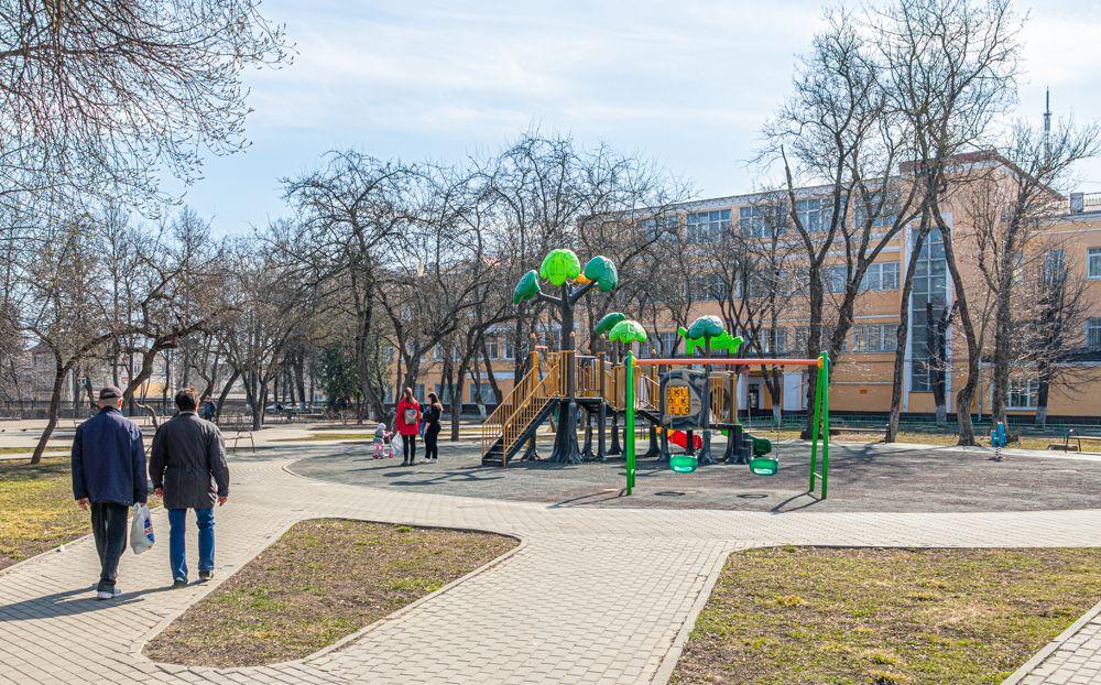 Детские площадка в городе пустуют.