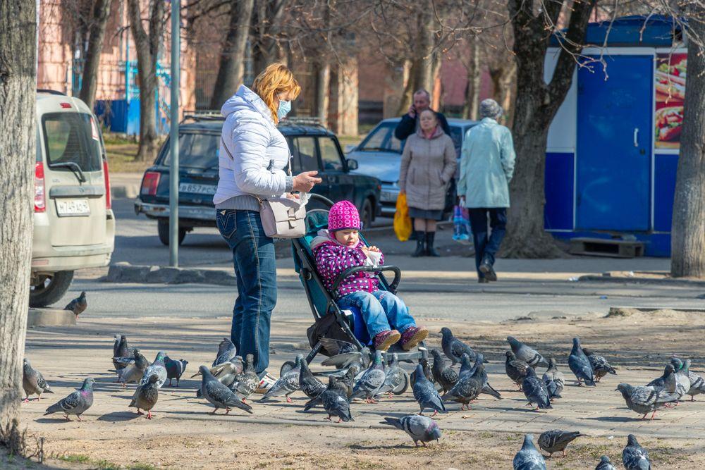 Некоторые мамы очень серьёзно позаботились о собственной безопасности, но забыли про своих чад.