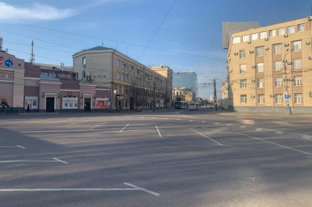 Когда еще увидишь совершенно пустую парковку у Кольцовского сквера.