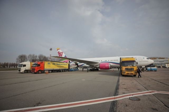 В Украину прибыл второй самолет с медпомощью из Китая