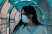 Известный медик также посоветовал чихать и кашлять только в платок или локоть.