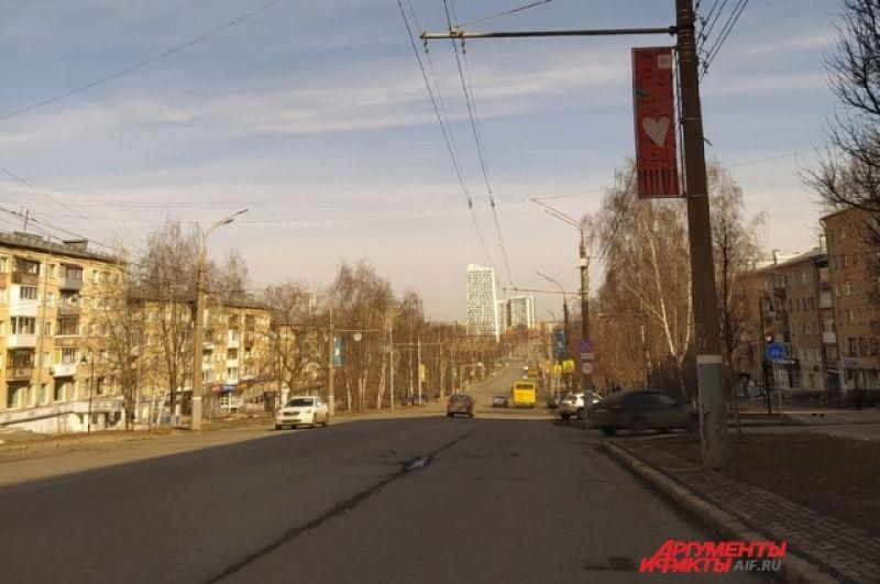 Ул. Пушкинская обычно загруженная в час-пик, сегодня практически пуста