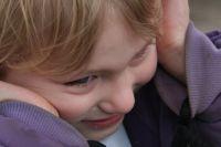 При обнаружении особенностей развития у ребенка нужно обратиться к специалистам.