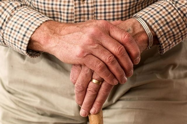 Пенсионеры вынуждены сидеть дома без возможности выйти на улицу.