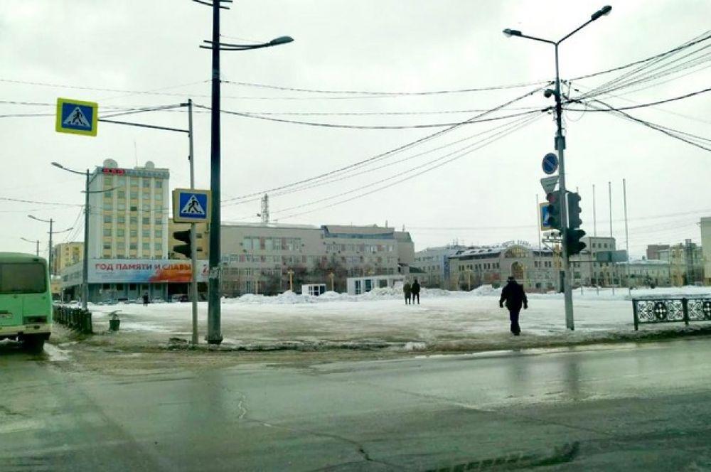 Еще пару недель назад на площади Ленина в Якутске кипела жизнь.