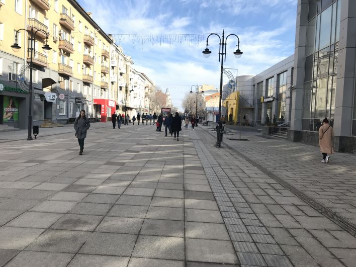 Главная пешеходная улица Саратова - проспект Кирова.