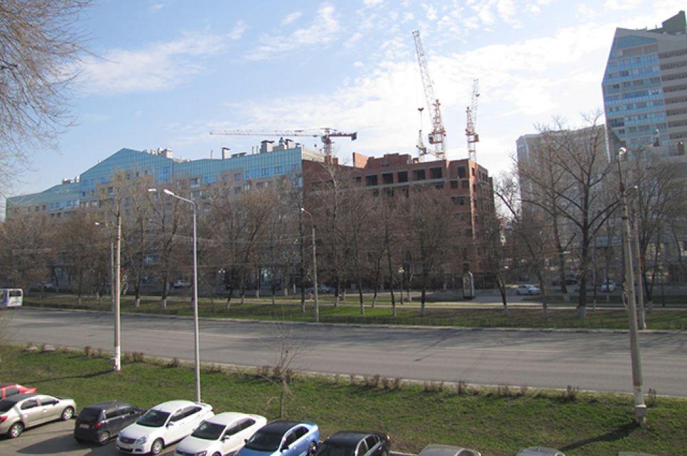 На проспекте Богдана Хмельницкого - центральной магистрали Белгорода - машин значительно поубавилось.