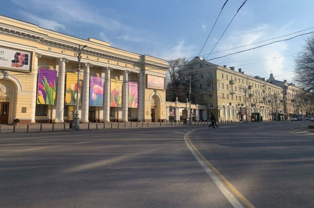 Центр Воронежа в районе кинотеатра Спартак пустует все выходные.