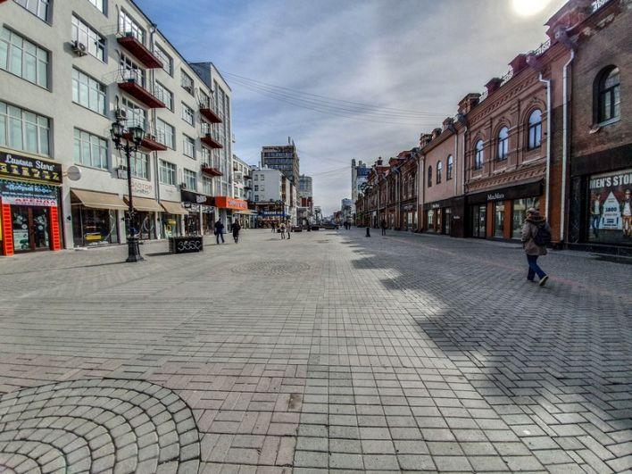 Центр Екатеринбурга - пешеходная улица Вайнера - опустел.