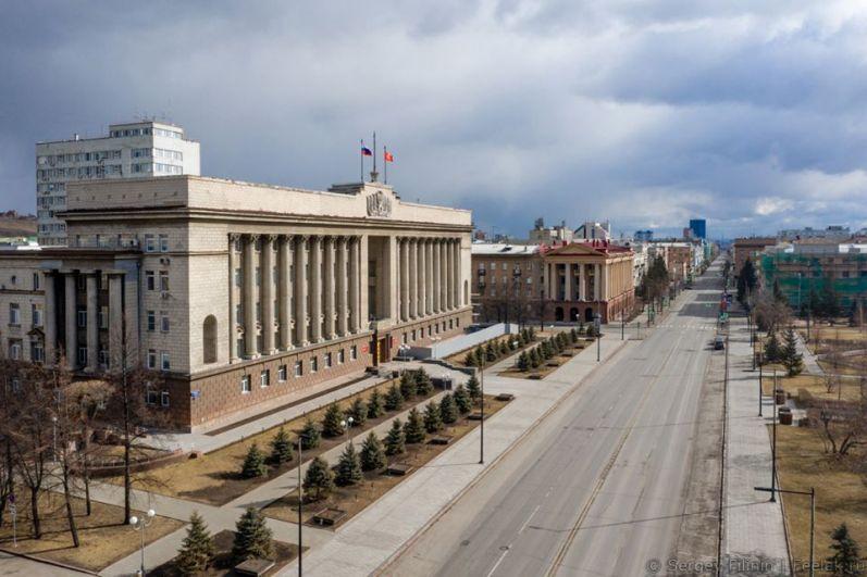 Проспект Мира в Красноярске в выходные выглядел безлюдным.