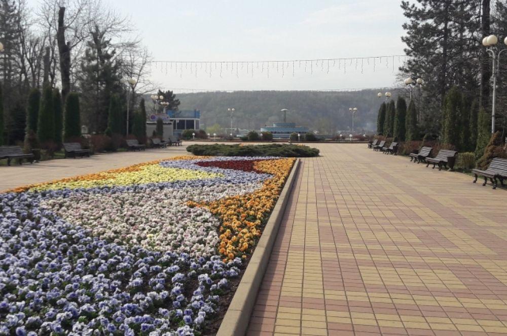 Городской парк культуры и отдыха Майкоп в выходные остался почти без посетителей.