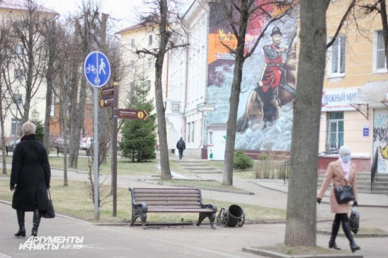 Смоленск пустым не назовешь - на выходные в город приехало много москвичей.