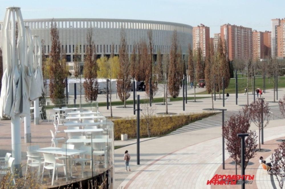 Парк у стадиона Сергея Галицкого в Краснодаре - самое популярное место отдыха у горожан.