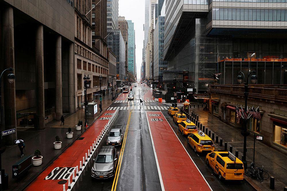 На 42-й улице - одной из самых оживленных на Манхеттене.