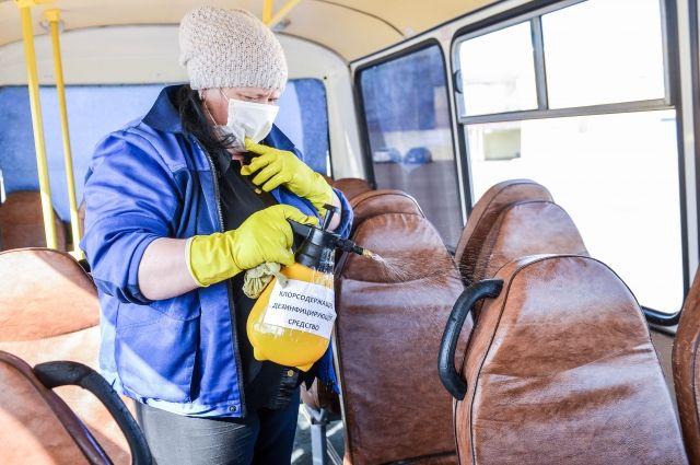 Перевозчики должны ежедневно дезинфицировать салоны общественного транспорта.