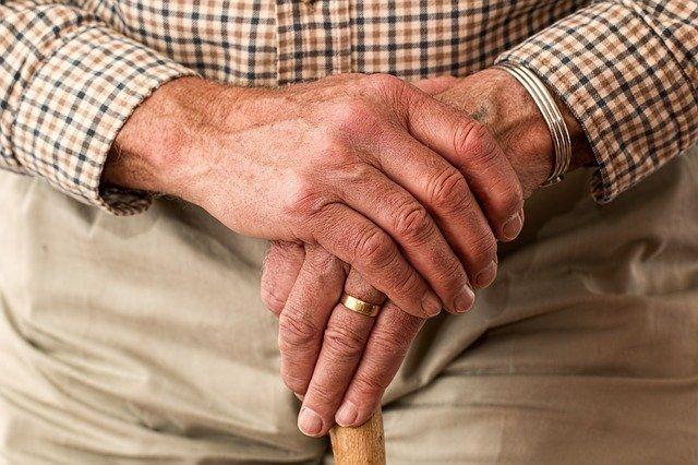 Люди старше 65 лет, наиболее подверженные вирусным заболеваниям