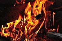В Тюмени на Лесобазе сгорел двухэтажный дом