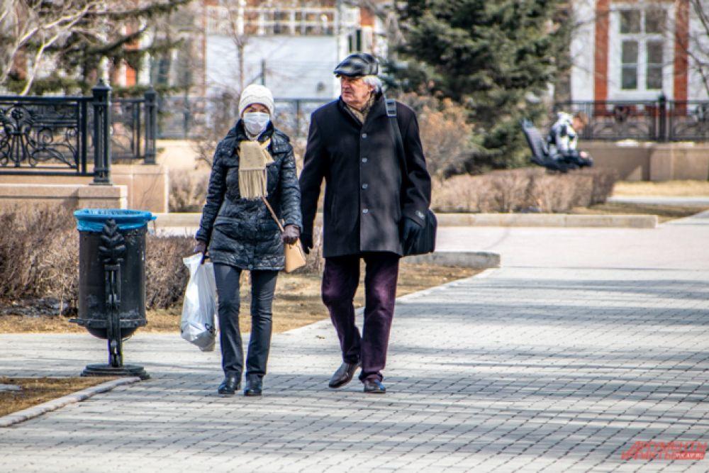 При этом далеко не все иркутяне, выходящие на улицу, соблюдают меры предосторожности.