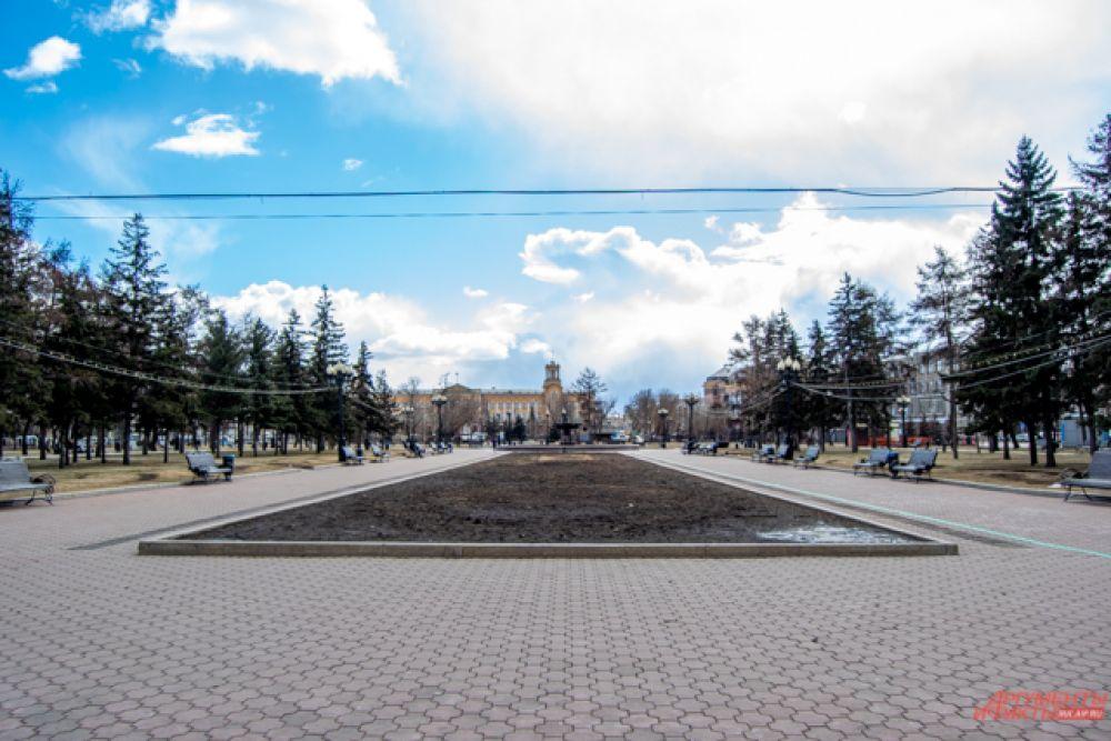 Пустует и сквер имени Кирова.