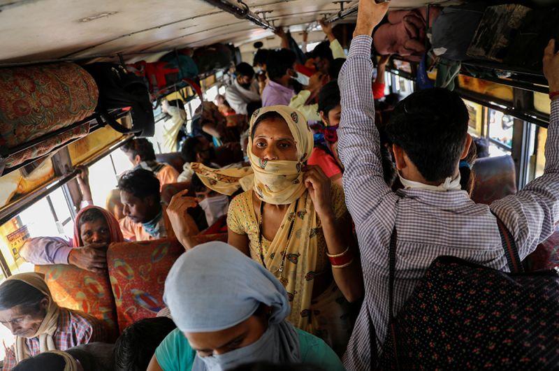 Автобусы с мигрантами в Нью-Дели.