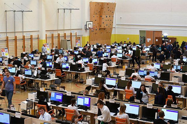 Звонки в двух кол-центрах принимают 370 операторов – сотрудников центров госуслуг «Мои документы», 100 – на Ходынском бульваре и 270 – на ЗИЛе.