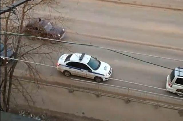 Полиция оповещает жителей города Кимры о необходимости сидеть дома   Видео